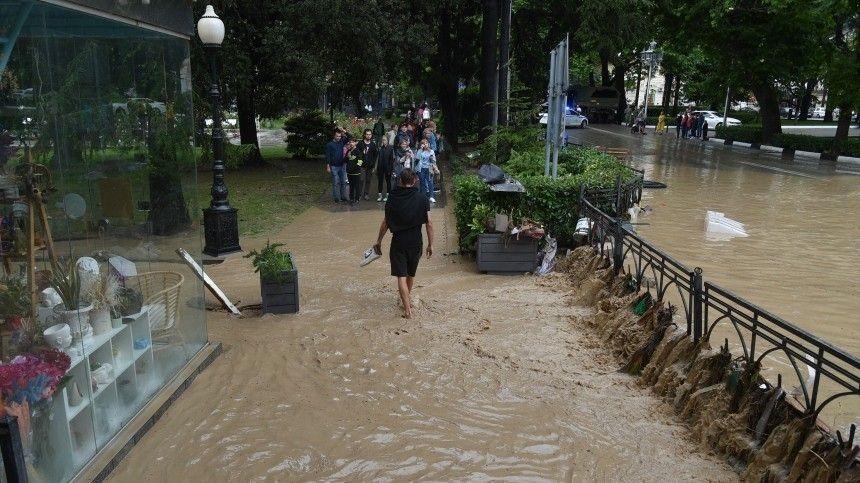 В Керчи ночной ливень затопил улицы