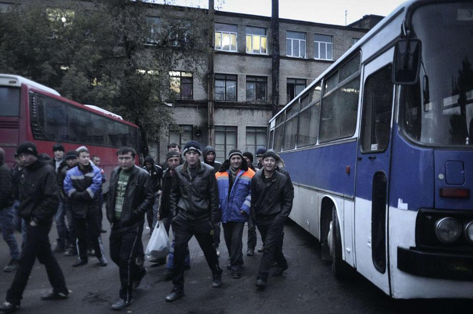 Мигрантов за массовую драку выдворяют из России. Депортировали 46 человек