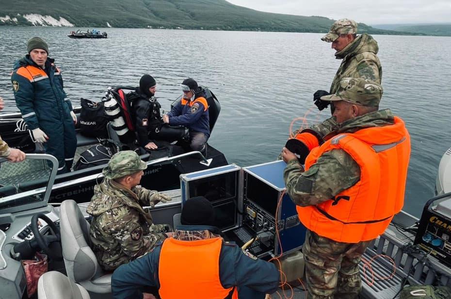 Тела всех жертв авиакатастрофы на Камчатке подняли со дна Курильского озера
