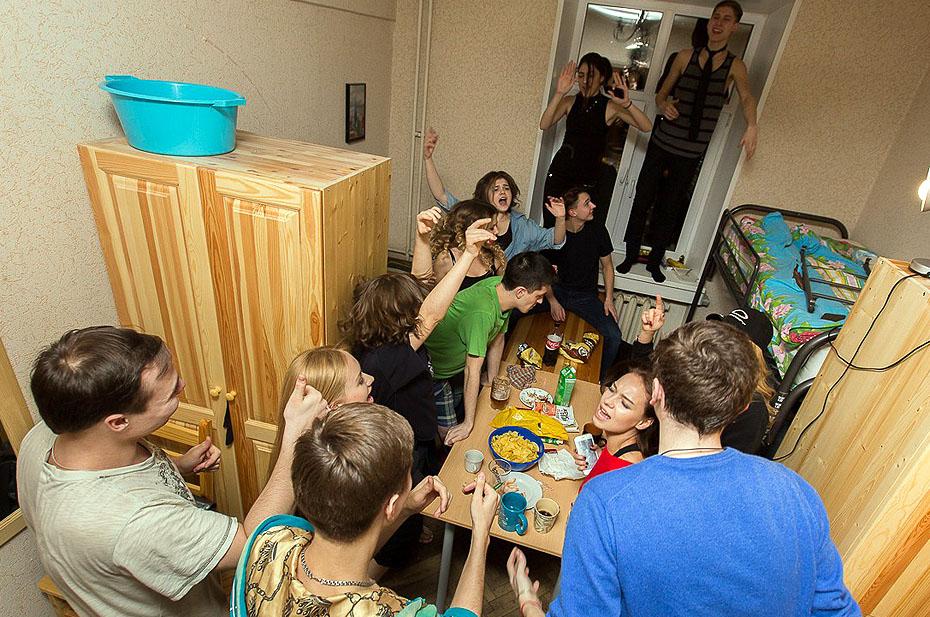 Непривитых студентов пустят в общежития, а за ограничения к вузам будут применять «административные меры»