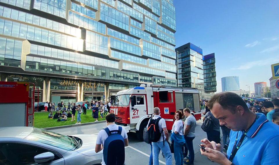 Десять тысяч человек эвакуировали из бизнес-центра «Президент Плаза» в Москве из-за пожара на парковке