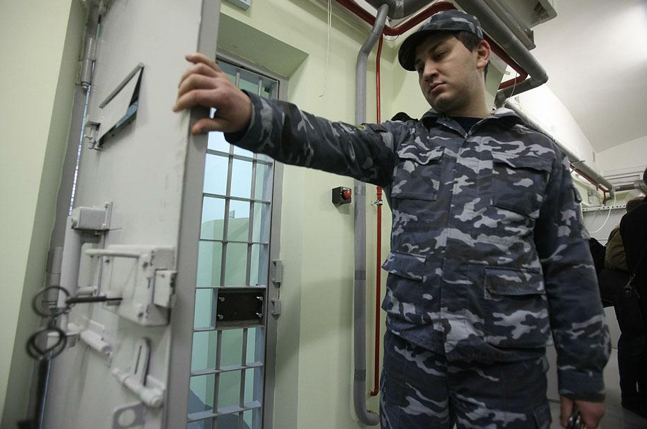 Охранникам ИВС в подмосковной Истре предъявили обвинения. Дежурные выключили камеры видеонаблюдения и пошли спать