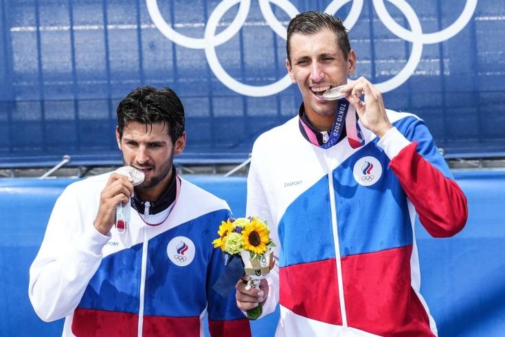 Российские волейболисты Красильников и Стояновский завоевали серебро на Олимпийских играх