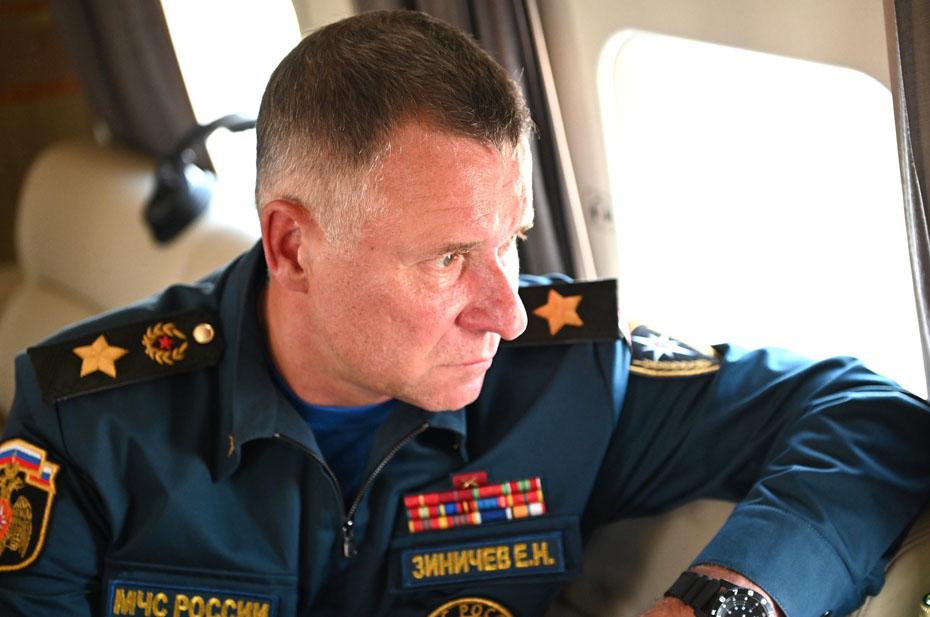 Глава МЧС Евгений Зиничев будет руководить тушением пожаров в Якутии