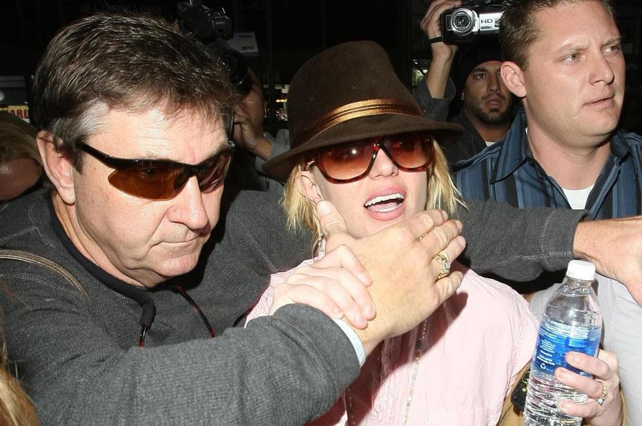 Отец потребовал от Бритни Спирс 2 млн долларов
