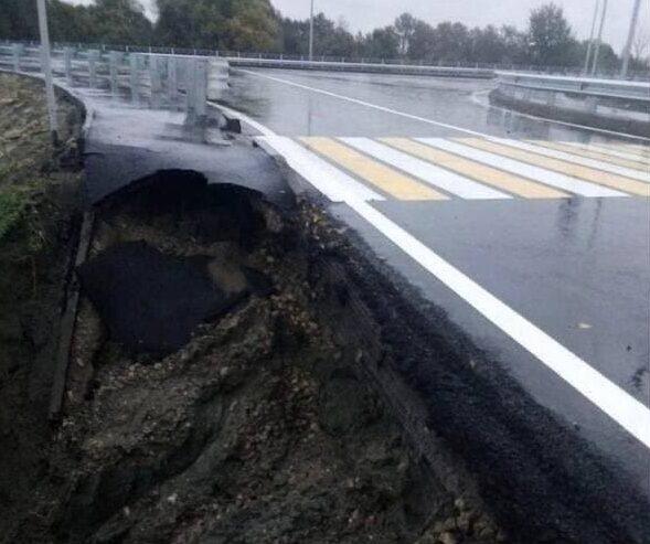 Открытая с парадом дорога в Брянске осыпалась через неделю
