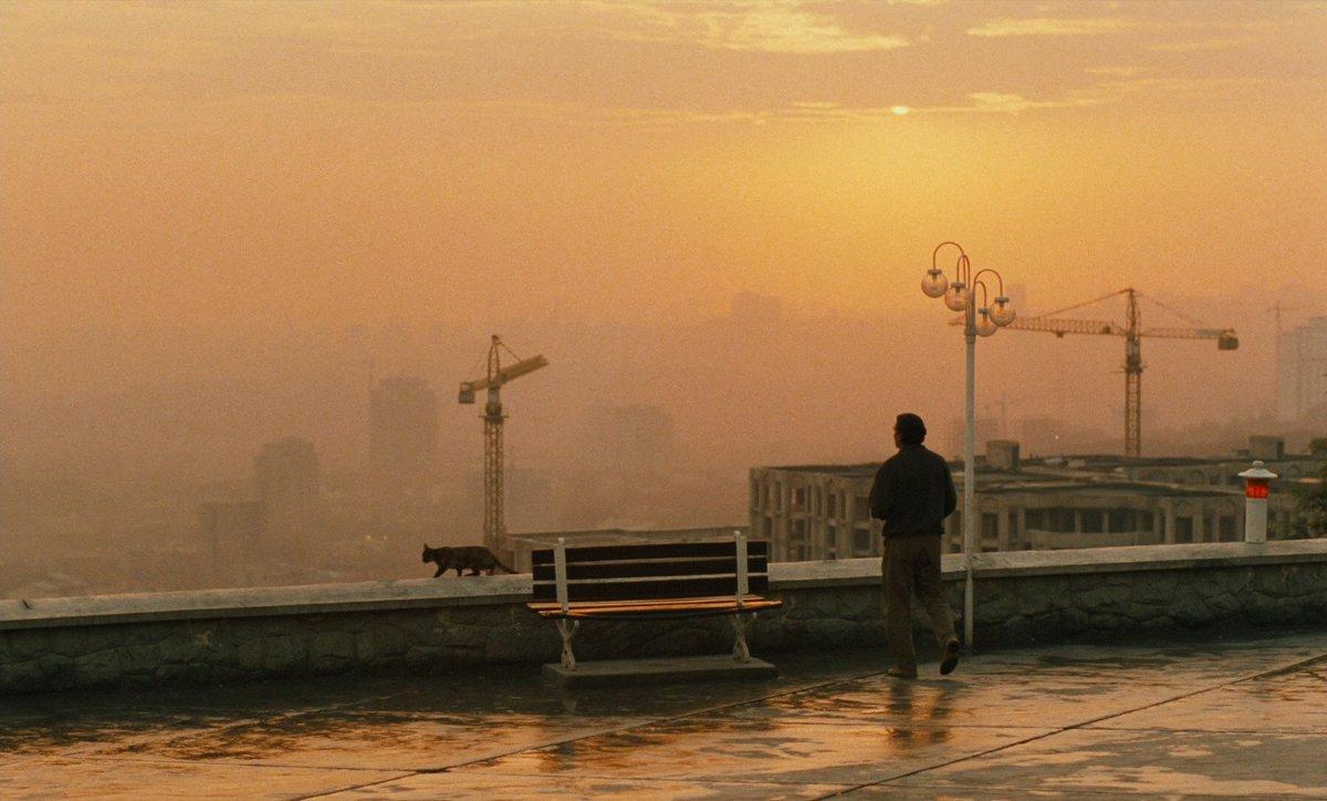 Кадр из х/ф Аббаса Киаростами «Вкус вишни» – «Золотая пальмовая ветвь» Каннского международного кинофестиваля 1997 года