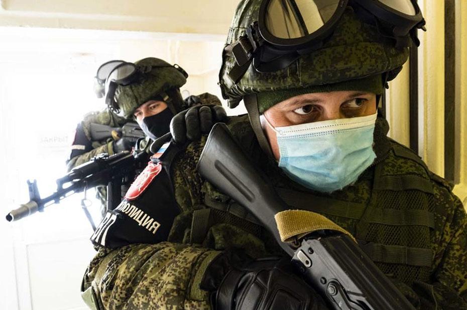 На отдел полиции в Воронежской области напал человек с автоматом и устроил взрыв