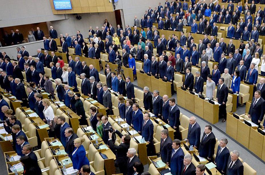 «Большинство депутатов без масок, а для граждан сплошные ограничения?» Политолог Марков возмутился поведением депутатов новой Госдумы